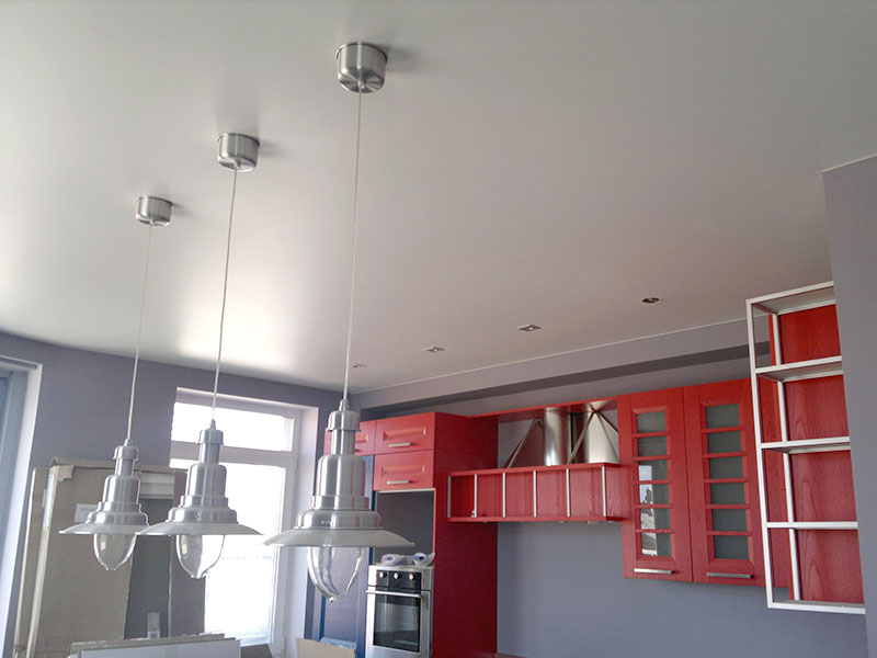 Матовый натяжной потолок для кухни
